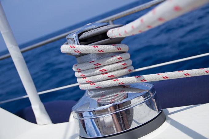 scotta e winch in una barca